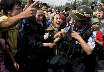 Китай събира ДНК проби и отпечатъци от уйгурите, твърдят правозащитници