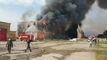Пожар гори в складове с боеприпаси на жандармерията в Бургас