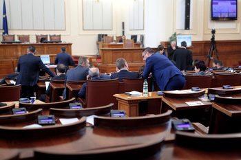 Депутатите приеха промени в три закона, за да се намали бюрокрацията