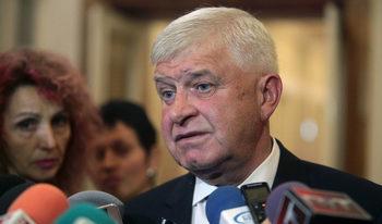 Нито един пациент няма да остане без лечение заради мораториума, увери Кирил Ананиев
