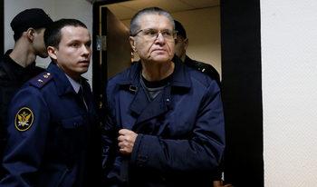 Руски съд призна бивш министър за виновен, че е взел подкуп от 2 млн. долара