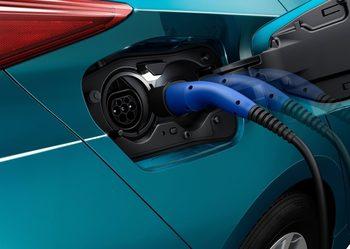 """Тойота"" поема ускорен курс към електромобили"
