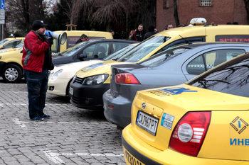 С искане тарифата да стане 1 лев на километър столични таксиметрови шофьори излязоха на протест