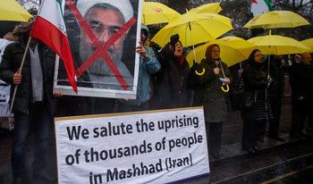 Протестите в Иран продължават, стотици са арестувани