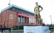 В Ливърпул плашат Сити с гигантска статуя на Ван Дайк