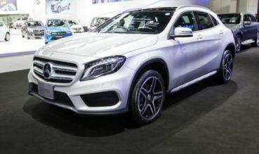 Беден полицай подари скъп Mercedes на жена си