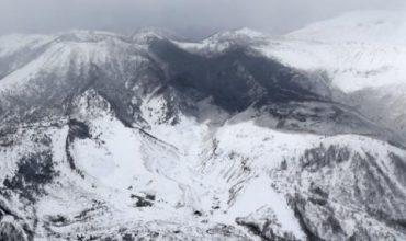 Вулкан и лавини поразиха японски курорт