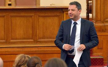 Депутатът от ГЕРБ Делян Добрев оттегли оставката си като народен представител