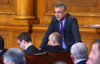 БСП поиска оставките на ръководството на парламентарната група на ГЕРБ и на Делян Добрев