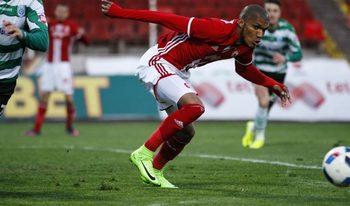 ЦСКА изпусна шампиона на Русия в здрав мач с две греди и големи пропуски