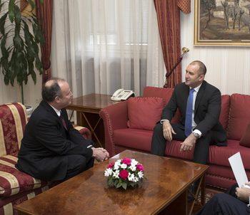 Президентът Радев се срещна с посланика на САЩ