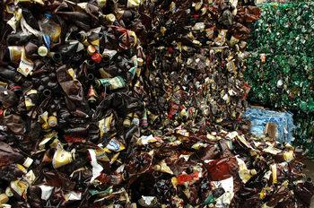 Еврокомисията предлага преработката на пластмаса да стане икономически изгодна