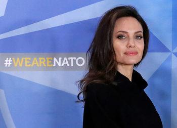Фотогалерия: Анджелина Джоли в НАТО