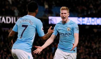 """""""Сити"""" се откъсна с 15 точки на върха след тежки загуби на """"Юнайтед"""" и """"Челси"""""""