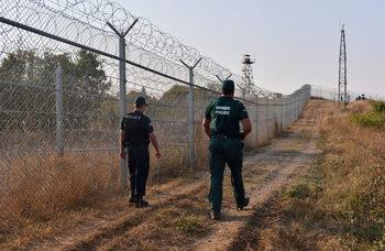 Без обществени поръчки за ремонтите на оградата по границата