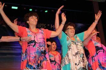 Танцуващи баби