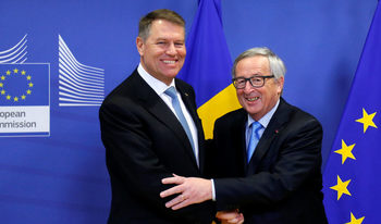 Съдебната реформа в Румъния поставя под въпрос членството в Шенген, предупреди Юнкер