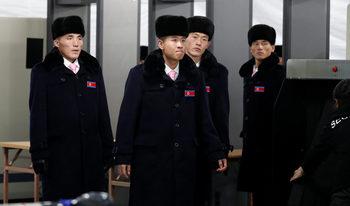 """Защо севернокорейците могат да останат без смартфони и """"Найки"""" от игрите в Пьонгчанг"""