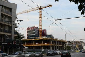 Строят се повече жилищни сгради, административните намаляват