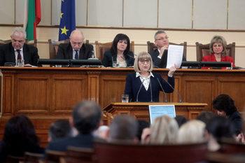 Цачева: В България няма законодателна рамка за защита на жените от насилие