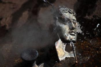 Фотогалерия: Как се отлива бронзовата маска за наградите БАФТА
