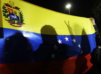 Стотици хиляди венецуелци бягат от кризата в Бразилия и Колумбия