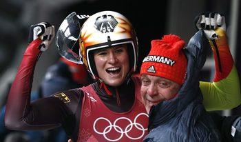 Триумф в женските шейни остави Германия начело в класирането по медали в Пьонгчанг