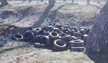 Изхвърлени автомобилни гуми