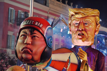 Фотогалерия: Доналд Тръмп и Ким Чен-Ун на карнавала в Ница