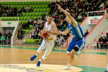 Баскетболистите пропиляха 16 точки аванс и загубиха от Чехия в световните квалификации
