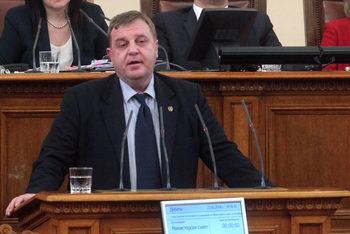 Каракачанов иска бърза промяна на Закона за енергетиката заради сделката за ЧЕЗ