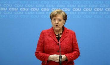 Чисто голата Ангела Меркел на показ във Франция (СНИМКА)