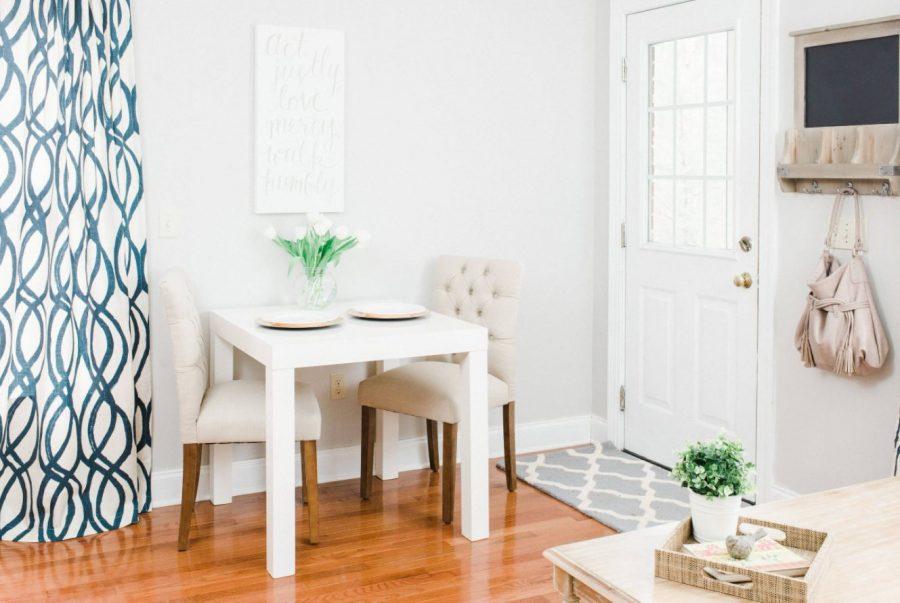 Кухненска маса в малка кухня [ 7+ Страхотни идеи ]