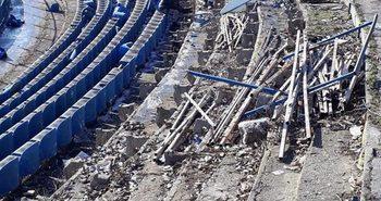 """Трибуна на стадион """"Спартак"""" във Варна все пак беше съборена въпреки обещането на кмета Иван Портних"""