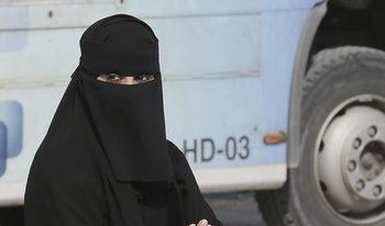 Жените в Саудитска Арабия вече не са задължени да покриват главите си