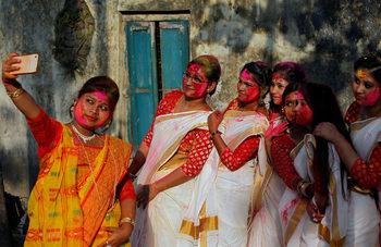Фотогалерия: Фестивалът на цветовете