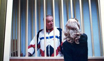 Бивш руски разузнавач е в критично състояние във Великобритания след досег с неизвестно вещество