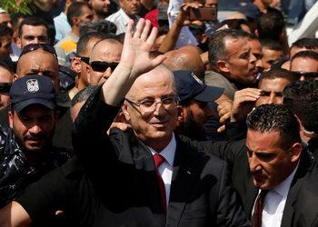 """Експлозия разтърси конвоя на палестинския премиер в Газа, Абас обвини """"Хамас"""""""
