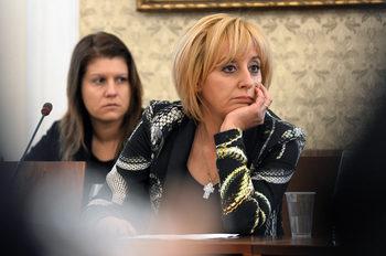 Манолова иска и гражданите да могат да оспорват цените на тока, парното и газа