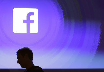 """""""Фейсбук"""" загуби близо 50 млрд. от пазарната си стойност след скандала с """"Кеймбридж Аналитика"""""""