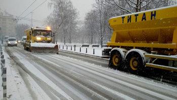Снегът предизвика задръствания и закъснения на градския транспорт в София