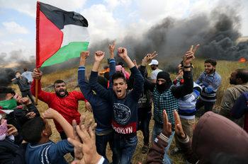 Палестинци загинаха в сблъсъци по границата на Газа, стотици са ранени