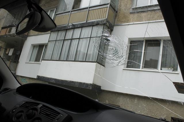 Мазилка се стовари върху кола в Габрово (снимки)