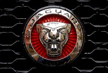 Jaguar Land Rover свива продажбите и съкращава 1000 работни места
