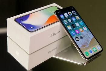 Анализаторите очакват Apple да достави по-малко смартфони iPhone