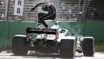 """""""Хаас"""" ще смени местата на механиците, които сгрешиха в Гран при на Австралия"""