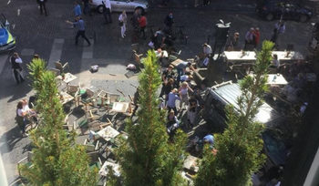 Автомобил се заби в пешеходци в Мюнстер, има загинали (обновена)