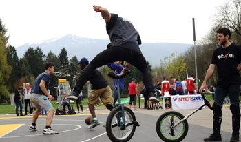 Фотогалерия: Шоу на едно колело