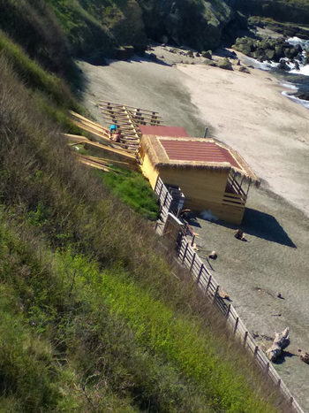 """Министерство на туризма ще премахне оградата на плажа на """"Делфин"""""""