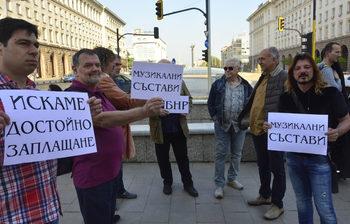 Музикантите от БНР протестираха срещу ниските си заплати за трети ден